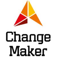 Changemakers logga har formen av en triangel som i sin tur består av fem individuella likbenta trianglar som går från rött till gult.