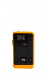 På bilden ser man en orange apparat som heter whisper och används vid stadsvandringen. Den är ca en dm lång och fem cm bred.