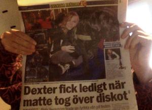 """Bilden är från Svenska hjältar -  """"Dexter fick ledigt när matte tog över diskot"""". Hunden Dexter vann årets djurhjälte."""