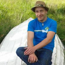 Fredrik Eriksson bor i Borås. Han brinner för frågor som rör främst psykiatriska funktionsnedsättningar, kultur av alla slag, djur och natur, mat, dryck, baka och resa bland annat. Han är Funktek-pilot, bloggredaktör på Funktek och hjälper Göteborgs stadsmuseum med att utvärdera utställningar och stadsvandringar.